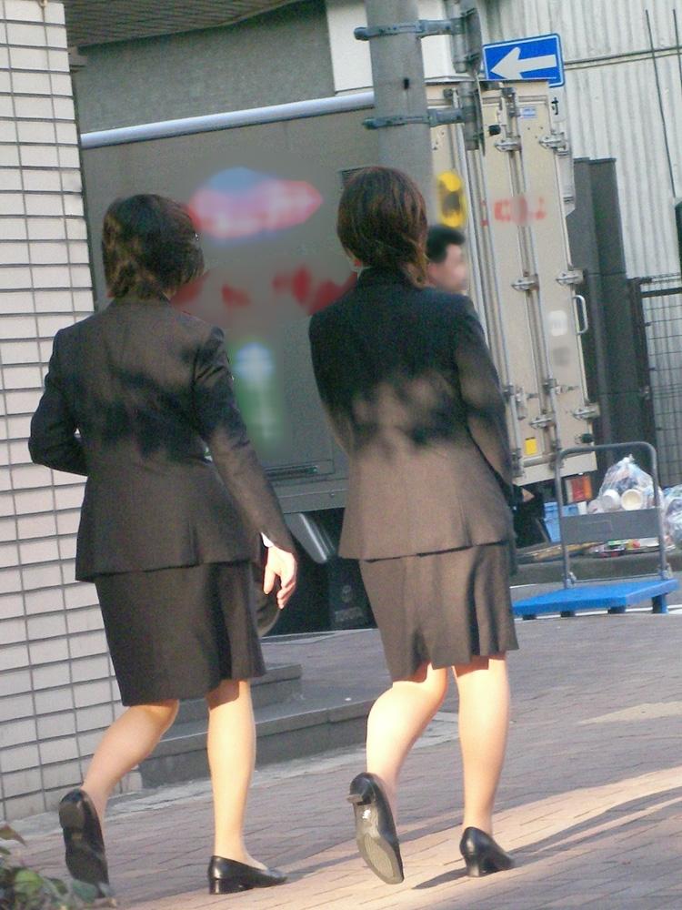 【街撮りOLエロ画像】着衣尻と美脚を只管追っかけ!肉付きたまらん働く女性の下半身www 01