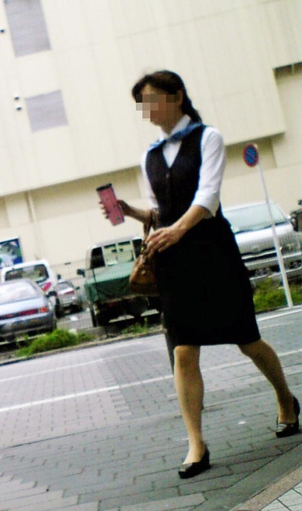 【街撮りOLエロ画像】着衣尻と美脚を只管追っかけ!肉付きたまらん働く女性の下半身www 02