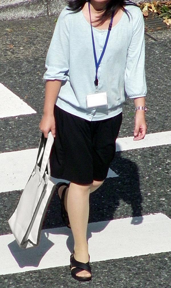 【街撮りOLエロ画像】着衣尻と美脚を只管追っかけ!肉付きたまらん働く女性の下半身www 06