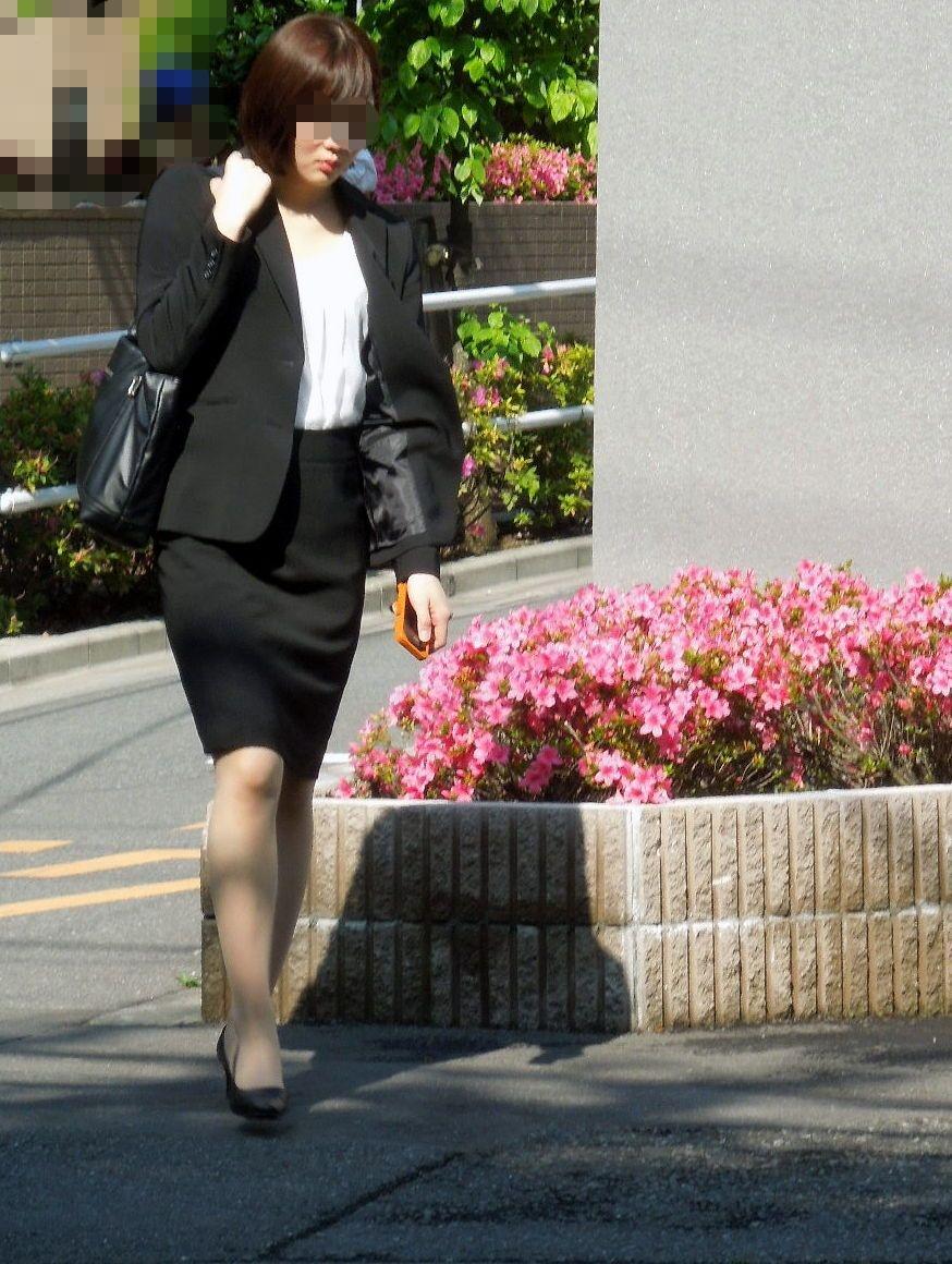 【街撮りOLエロ画像】着衣尻と美脚を只管追っかけ!肉付きたまらん働く女性の下半身www 08