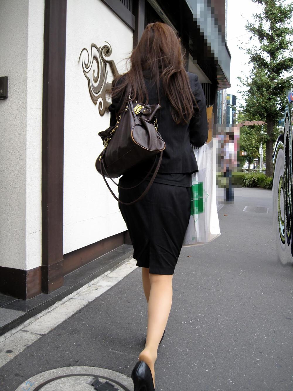 【街撮りOLエロ画像】着衣尻と美脚を只管追っかけ!肉付きたまらん働く女性の下半身www 10
