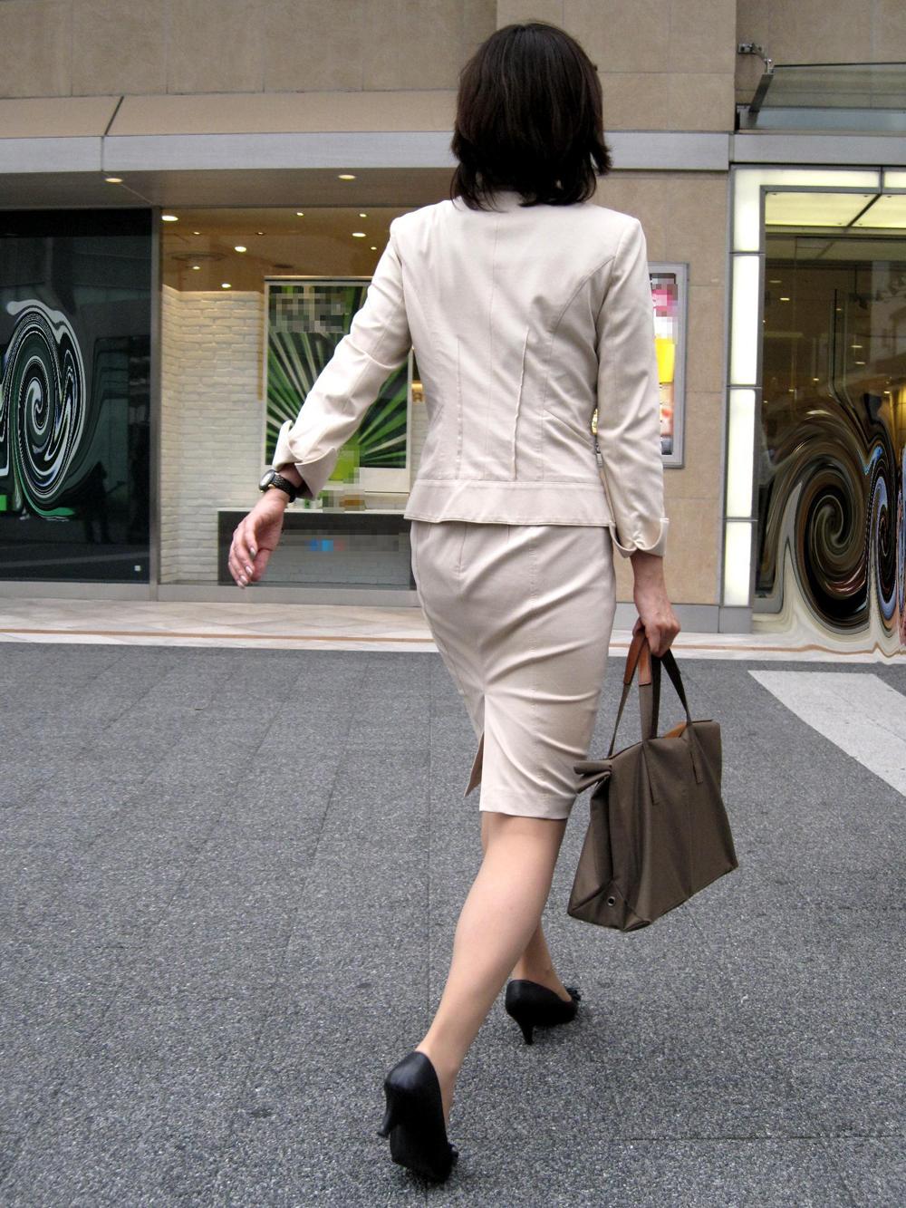 【街撮りOLエロ画像】着衣尻と美脚を只管追っかけ!肉付きたまらん働く女性の下半身www 11