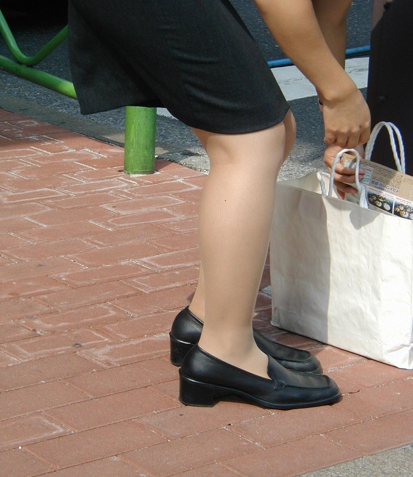 【街撮りOLエロ画像】着衣尻と美脚を只管追っかけ!肉付きたまらん働く女性の下半身www 16
