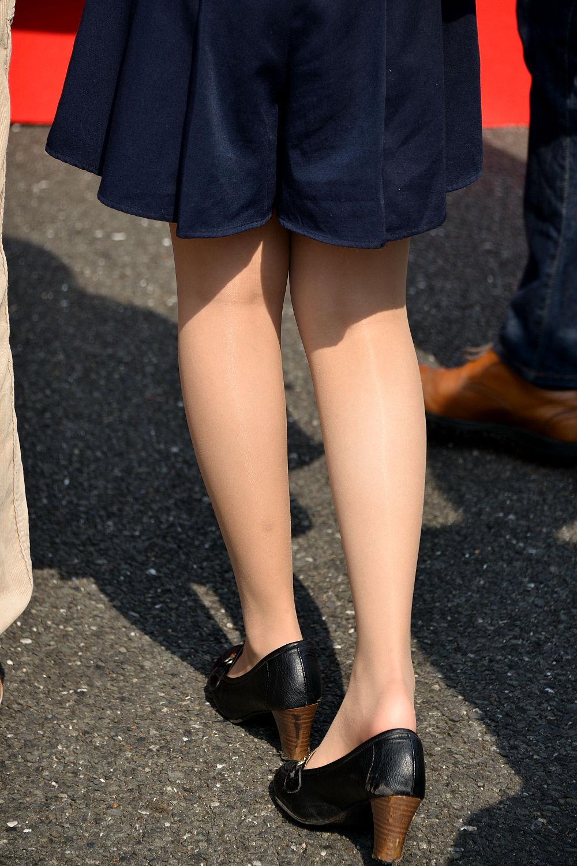 【街撮りOLエロ画像】着衣尻と美脚を只管追っかけ!肉付きたまらん働く女性の下半身www 17