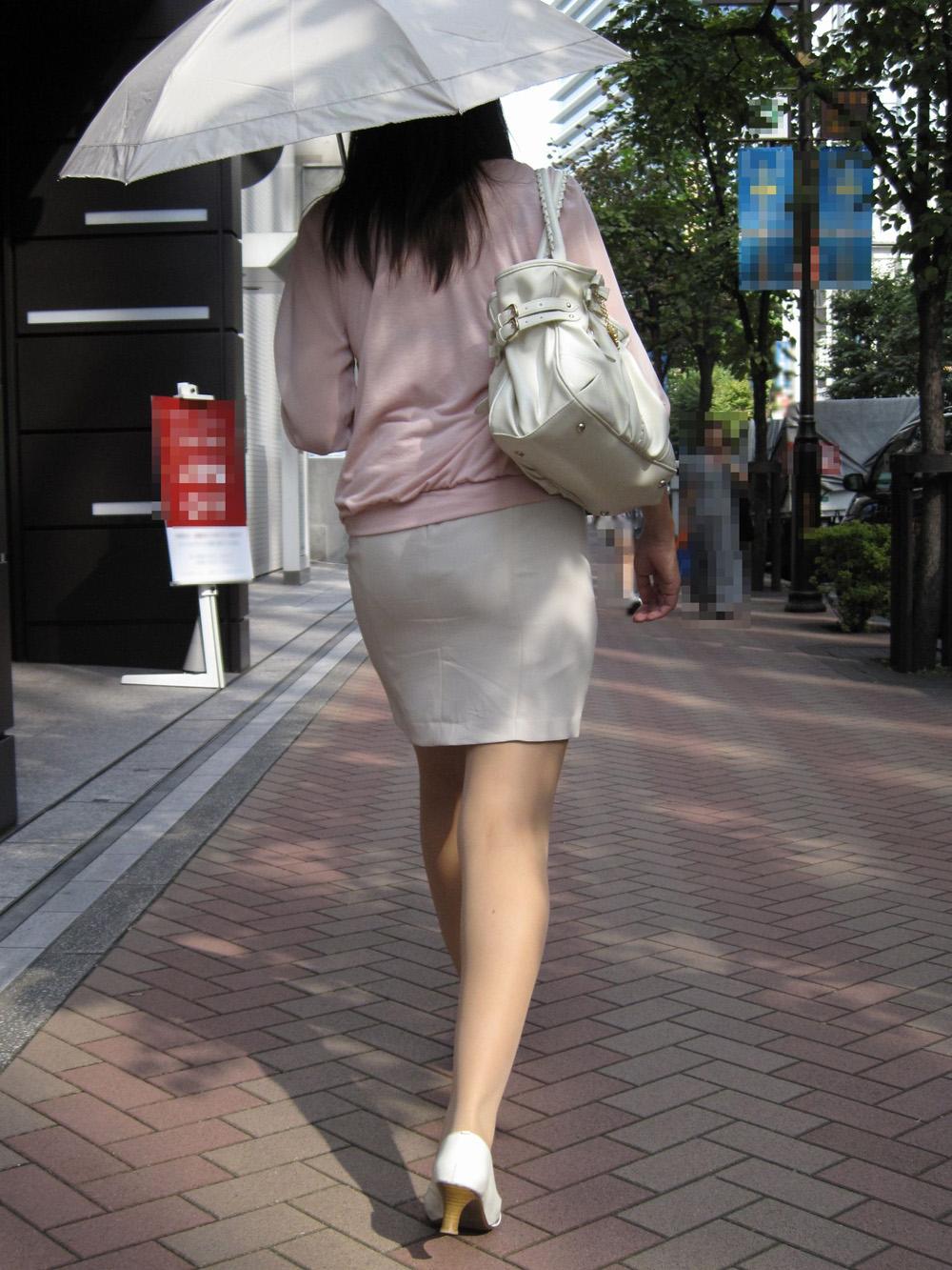 【街撮りOLエロ画像】着衣尻と美脚を只管追っかけ!肉付きたまらん働く女性の下半身www 19