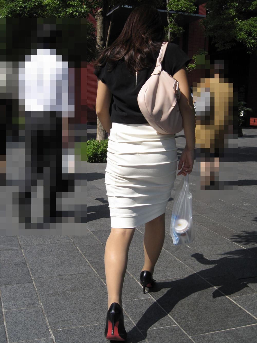 【街撮りOLエロ画像】着衣尻と美脚を只管追っかけ!肉付きたまらん働く女性の下半身www 20