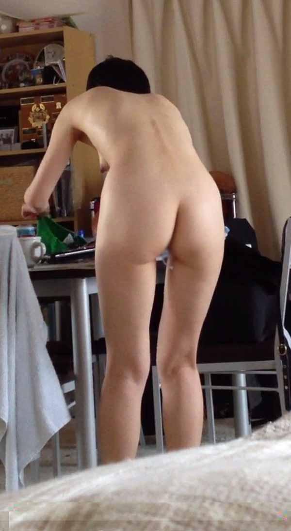 【股間エロ画像】ナプキンの余りにタンポンの紐ヤベwww生理中な女子の股間はこんな感じ 05