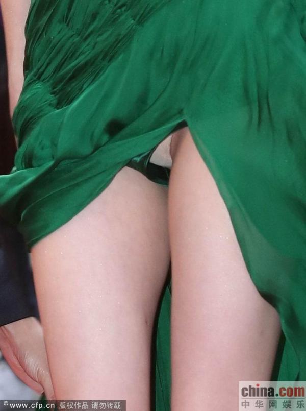 ドレス着てる女優がパンチラとかしてると興奮するよなwwwwwwww(画像あり)