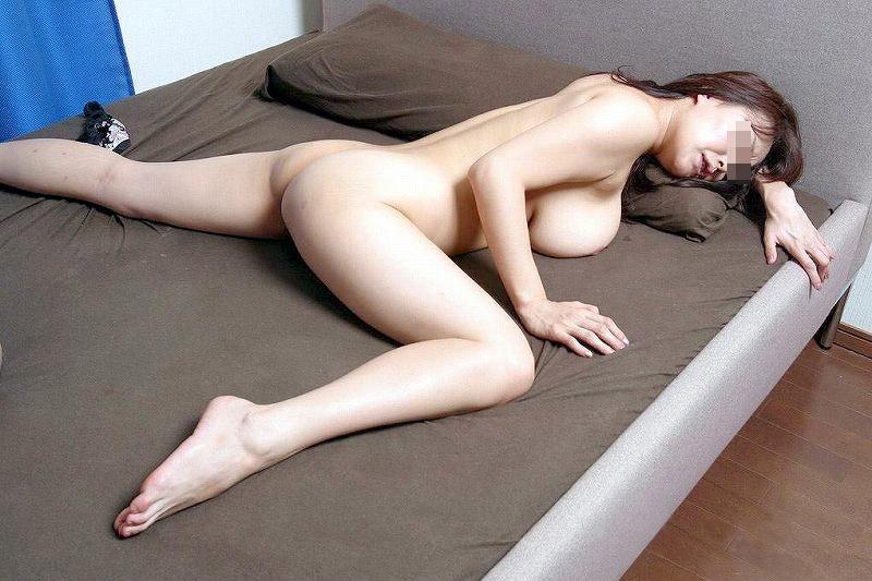 【熟女エロ画像】一瞬でもピクったら素直に抜きなされwww巨乳な素人熟女の艶姿 09