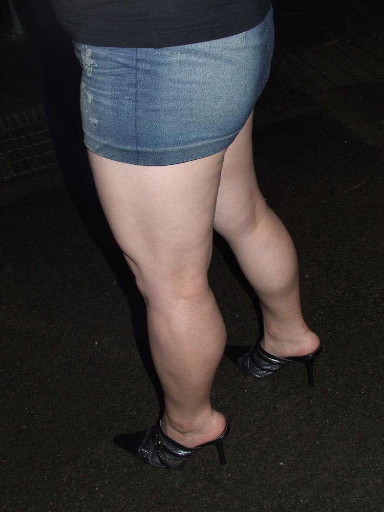 【脚フェチエロ画像】貴方の許せる太さは?けっこう太めの部類に入るムッチリ女脚www 03
