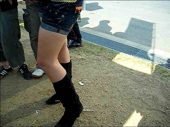 【脚フェチエロ画像】貴方の許せる太さは?けっこう太めの部類に入るムッチリ女脚www 12