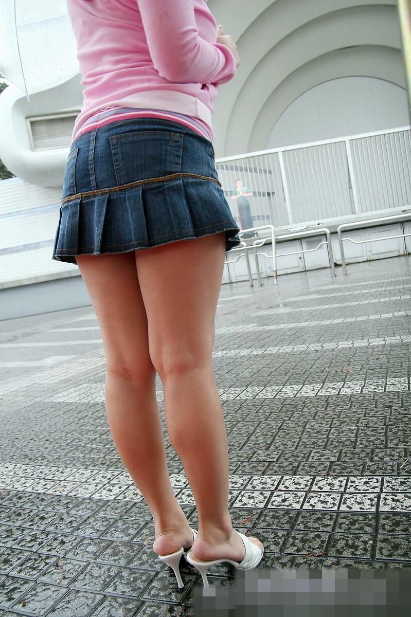 【脚フェチエロ画像】貴方の許せる太さは?けっこう太めの部類に入るムッチリ女脚www 13