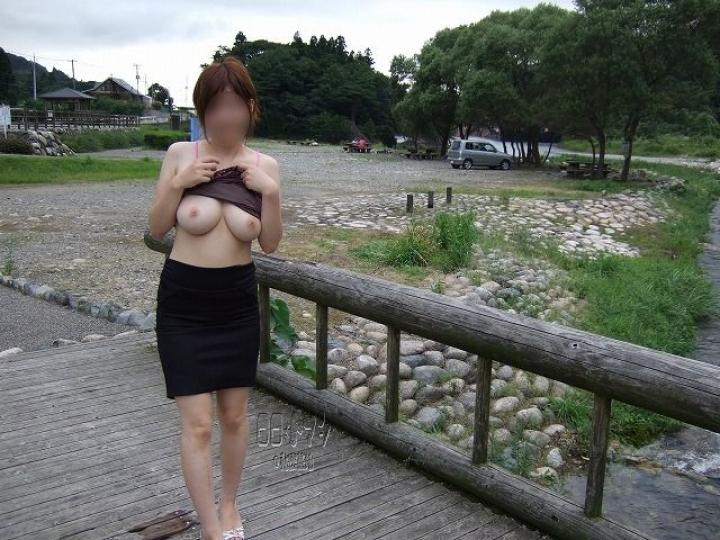 【露出エロ画像】一度抱えた特殊性癖は治らないんだな~と思わせる素人の露出っぷりwww 09