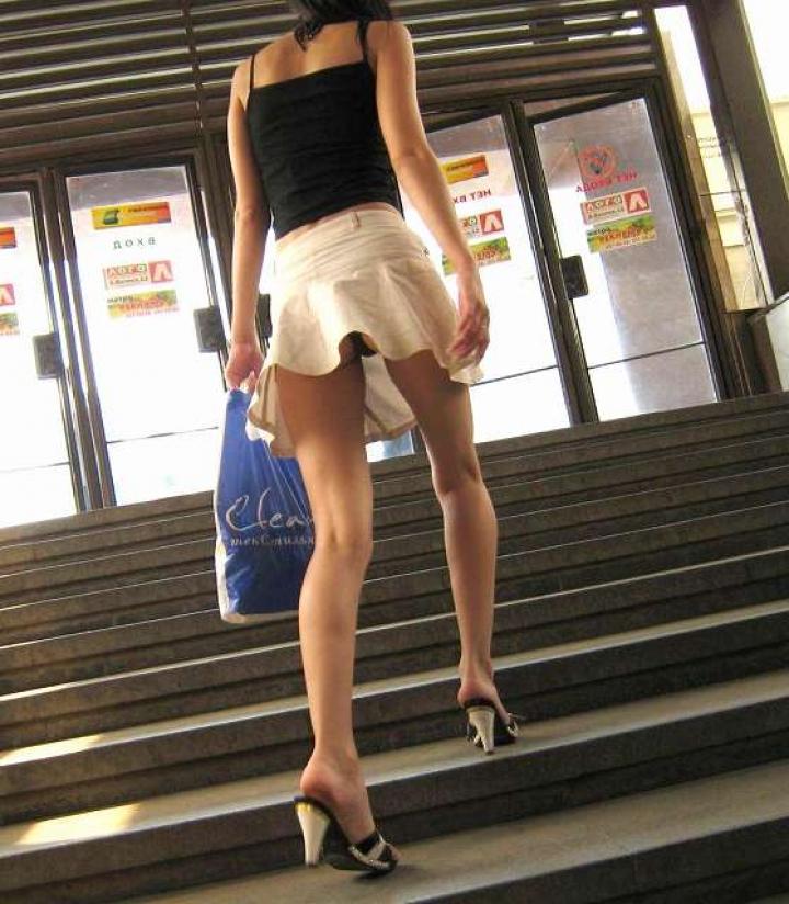 【パンチラ画像】ミニスカで階段上がるなんて覗いて下さいと言ったも同じなローアングル撮りwww 06