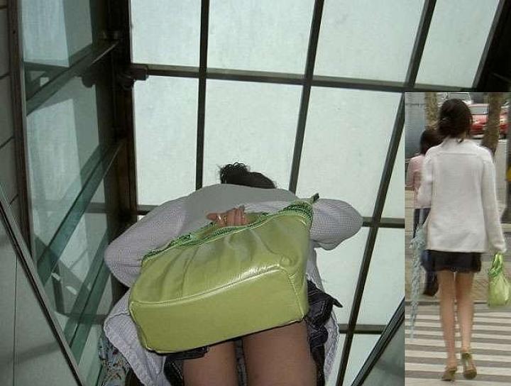 【パンチラ画像】ミニスカで階段上がるなんて覗いて下さいと言ったも同じなローアングル撮りwww 11
