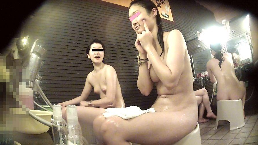【風呂覗きエロ画像】覗かれるために存在しているんじゃないけどね…でも見たい入浴中の成熟した女体www 17
