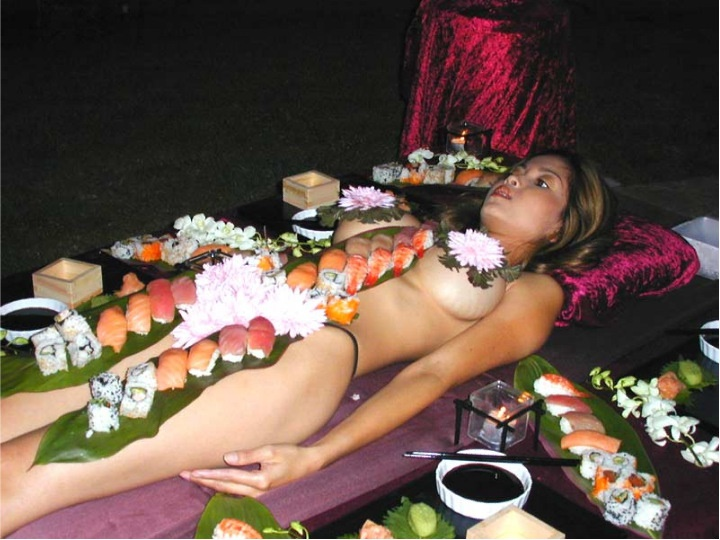 【羞恥エロ画像】富豪になったらできるかな…味は保証できない夢の女体盛りwww 02