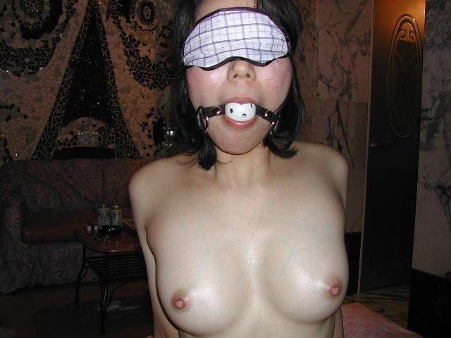 【SMエロ画像】顔は笑ってあげないで…ギャグボール嵌められ放置されたM女たちwww 06