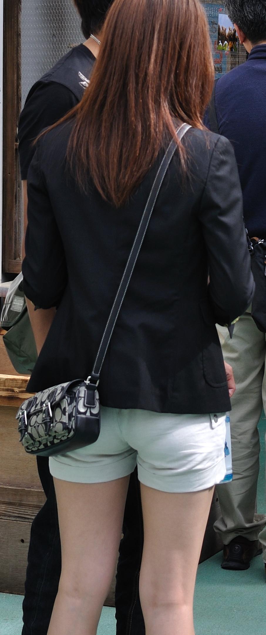 【ショーパンエロ画像】街中でもむしゃぶりついてみてぇ…太ももと尻肉を限界まで見せ付けるショーパン女子www 06