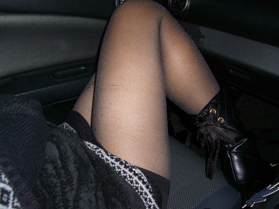 【美脚エロ画像】なんて綺麗な…見とれて脇見してしまいそうな隣の座席の妖艶美脚www 08