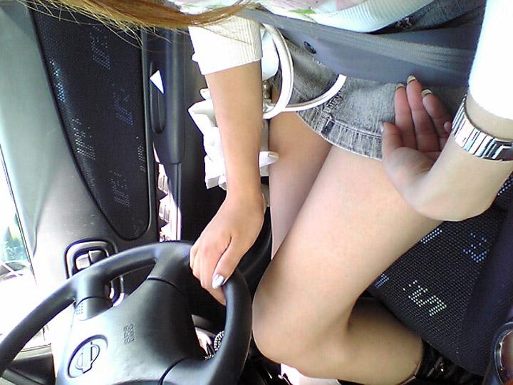 【美脚エロ画像】なんて綺麗な…見とれて脇見してしまいそうな隣の座席の妖艶美脚www 12