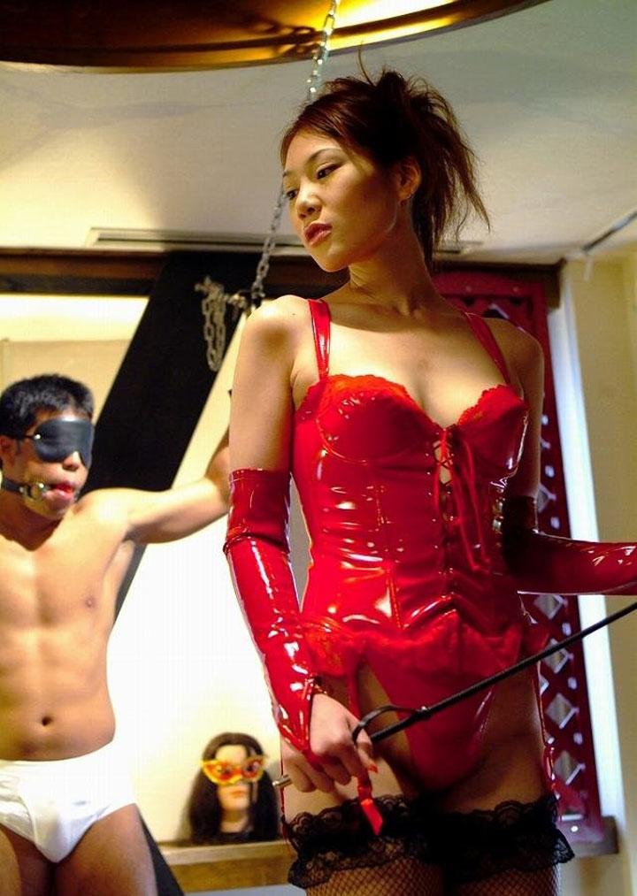 【SMエロ画像】ありがとうございます女王様!M男をキツく痛めつける調教模様www 04