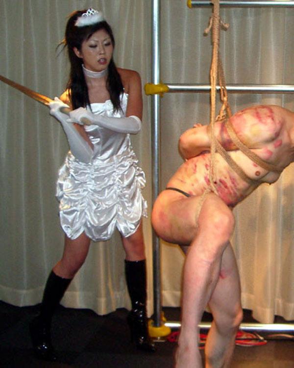 【SMエロ画像】ありがとうございます女王様!M男をキツく痛めつける調教模様www 05