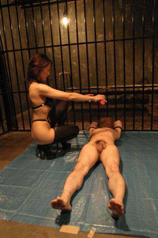 【SMエロ画像】ありがとうございます女王様!M男をキツく痛めつける調教模様www 07