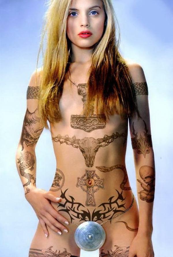 【海外エロ画像】初見で「ひっ…」と確実に漏らすw厳ついタトゥー入れた外人美女www 04