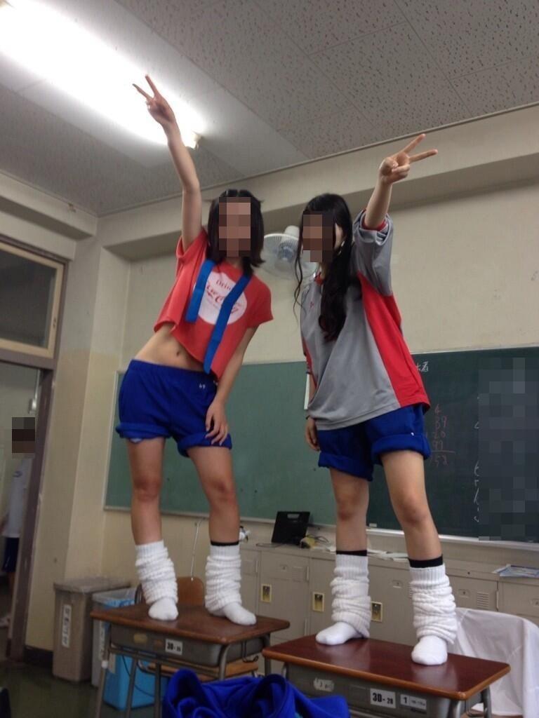 【思春期】学校でこんなふざけた写真ばっか撮ってるJK達をご覧下さいwwww