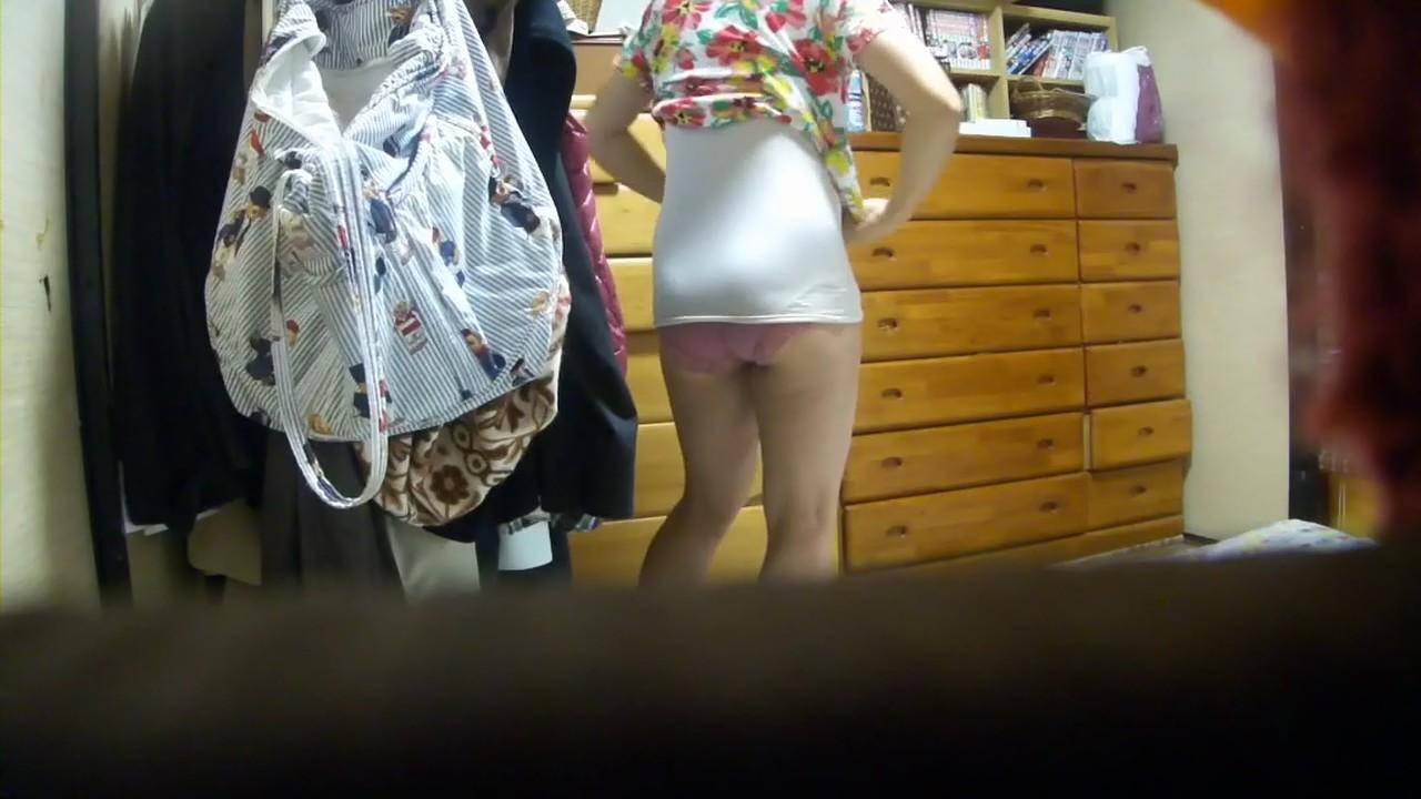 【家庭内エロ画像】卑猥さだらけの家庭内w自宅で尻を晒して生活する嫁さんを紹介しろ下さいwww 10