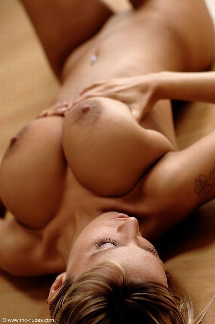 【海外エロ画像】人生で一度はヤッてみたい!美巨乳クビレが垂涎モノな外人美女の裸体www 05