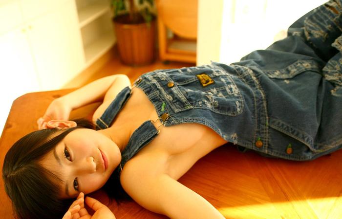 【コスプレエロ画像】ノーブラでオーバーオール来た女の子のハミ乳っぷりが凶悪すぎるほど生唾モノwww 001