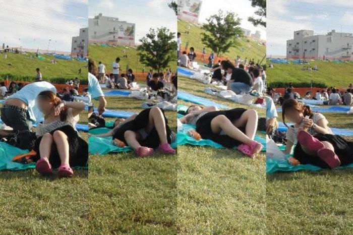 【パンチラエロ画像】陽気に釣られて屋外で寛ぐミニスカ女子は恰好のチラ見え要員www 08
