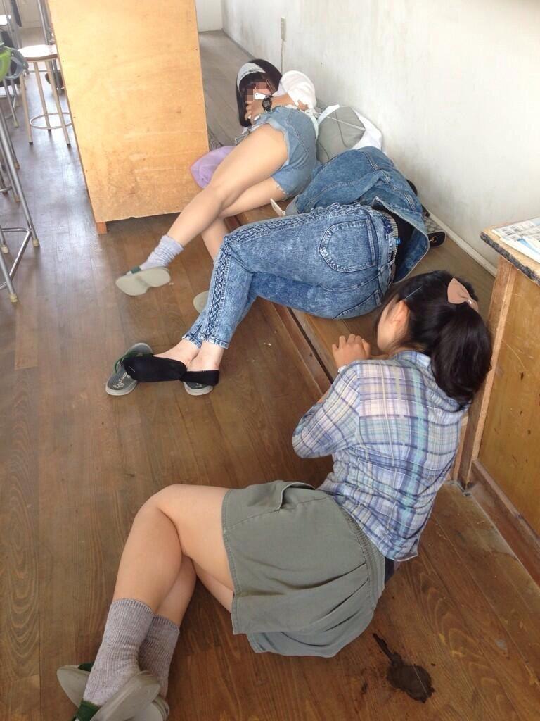 【悪ノリエロ画像】楽しそうですねー♪しかし傍からは衝撃的な若い娘たちのエロノリ現場www 06