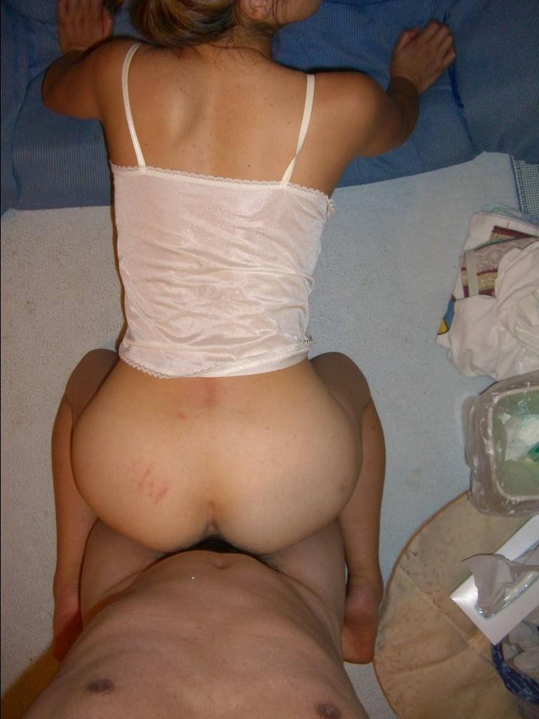 【後背位エロ画像】女の子のお尻が淫らに美しく見えるバックでの濃厚セックスの図www 13
