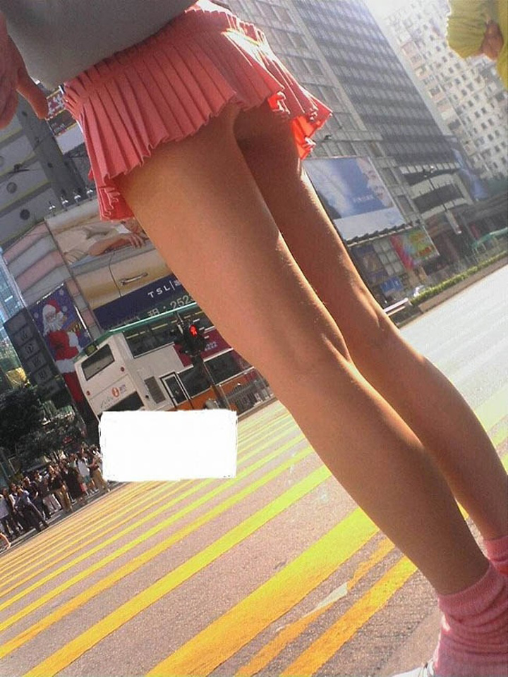 【パンチラエロ画像】下着が見える覚悟は持ってます!ヒラヒラミニで容易くパンチラする人達www 09