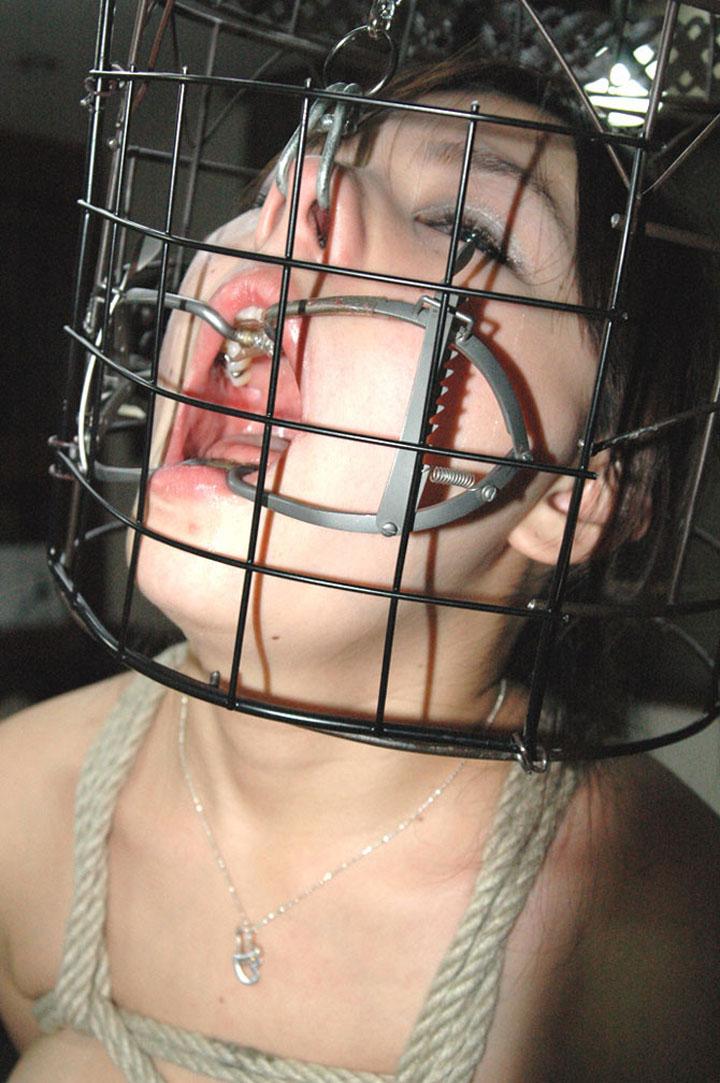 【SMエロ画像】変な顔にされて今どんな気持ち?鞭よりキツい鼻フック顔面責めwww 16