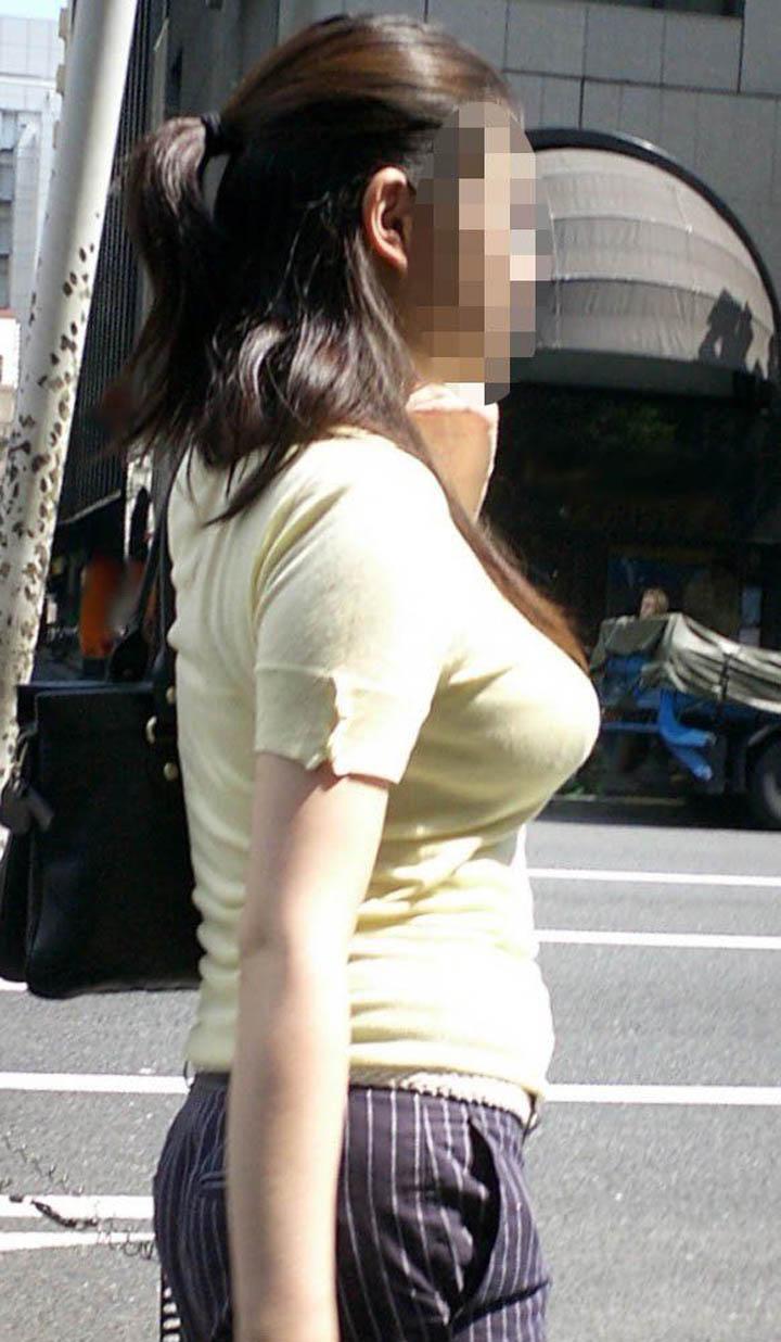 【着衣巨乳エロ画像】なんて好いおっぱいなの…声に出して言ってしまいそうな街角ボイン素人www 19