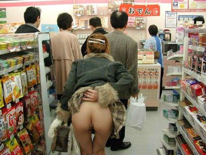 【露出エロ画像】お願いウチには来ないで(店長談w)困った変態客の露出プレイwww 20