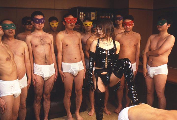 【SMエロ画像】どんなに酷い仕打ちを受けても「ありがとうございます!」で返すべきドS女王様の調教風景www 09
