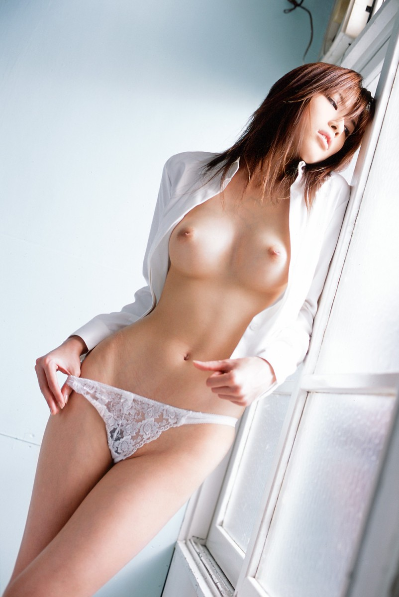 【女体エロ画像】くびれがあるから引き立つ乳!一度は抱きたい理想的な黄金比の裸体www 17