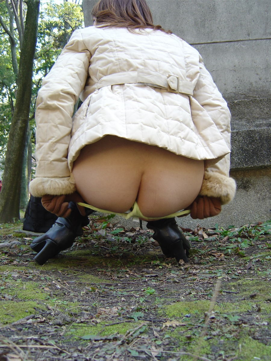 【素人露出エロ画像】桜前線に誘われて脱ぐ人増加!?春の露出界もご新規が多数www 18