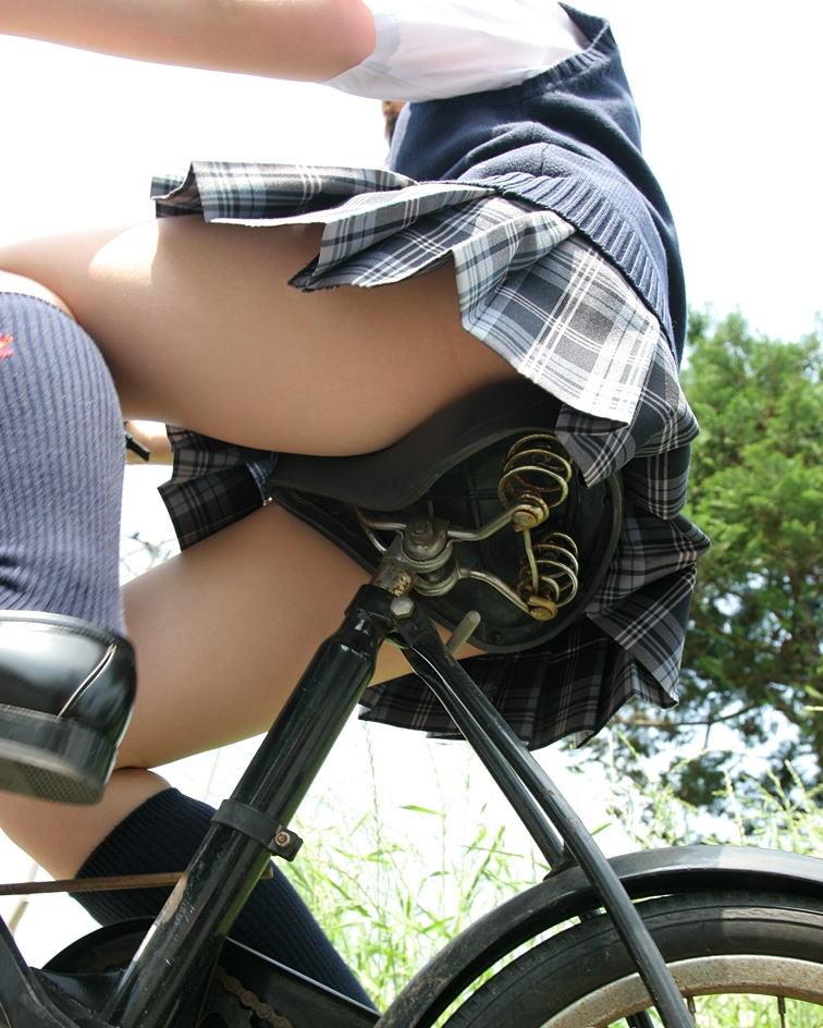【自転車女子エロ画像】サドルになりたいのではなくチャリと立場変えてその尻乗せたいwww 07