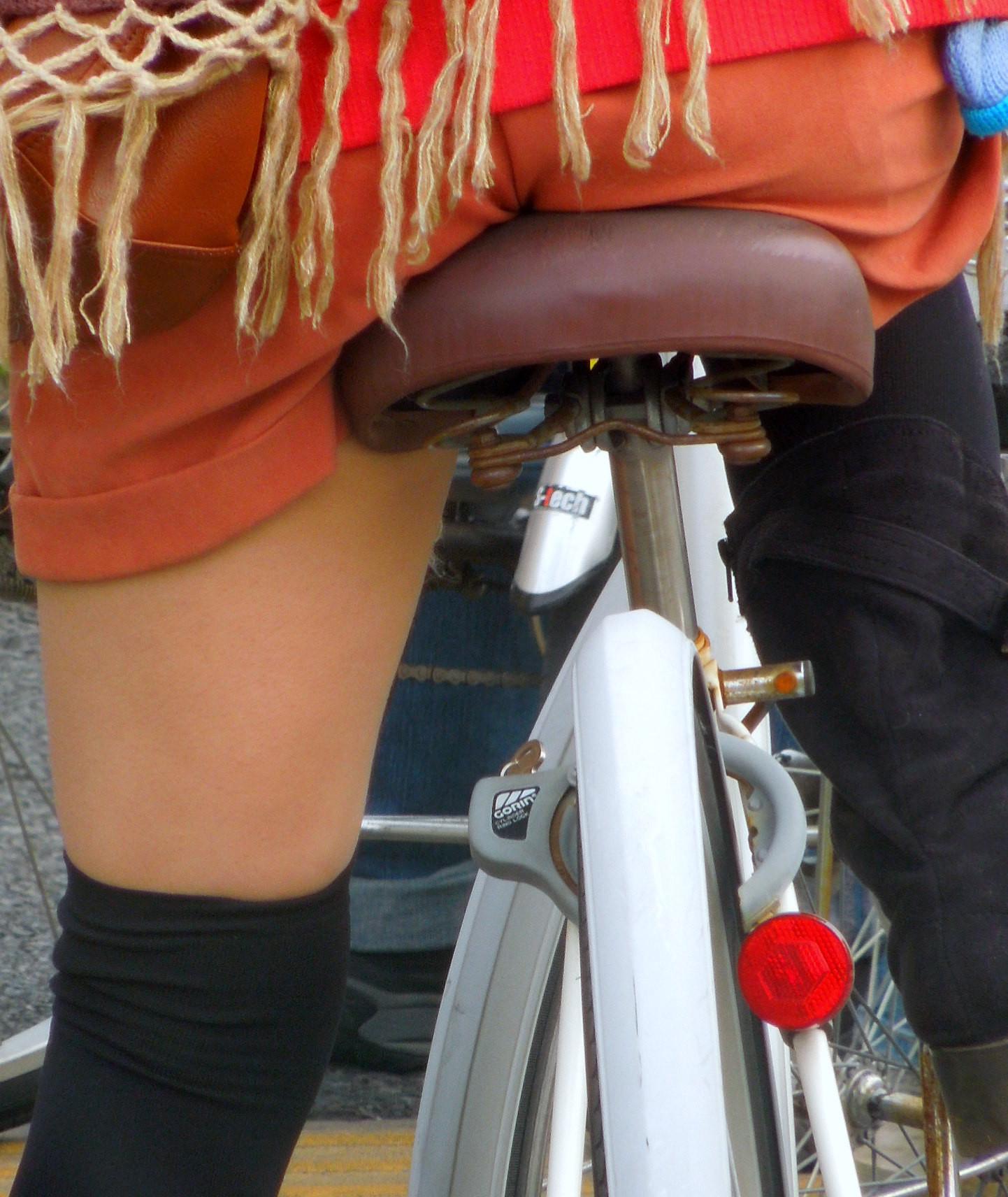【自転車女子エロ画像】サドルになりたいのではなくチャリと立場変えてその尻乗せたいwww 09