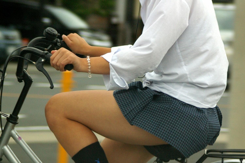 【自転車女子エロ画像】サドルになりたいのではなくチャリと立場変えてその尻乗せたいwww 13