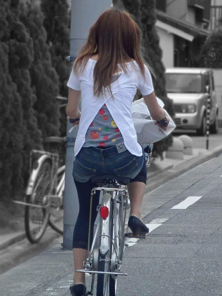 【自転車女子エロ画像】サドルになりたいのではなくチャリと立場変えてその尻乗せたいwww 17