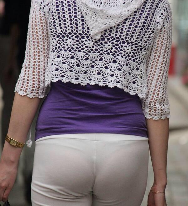 【透けパンエロ画像】この姿で街出たら即下着バレwお尻がクッキリ透けた着衣尻女性たちwww 04