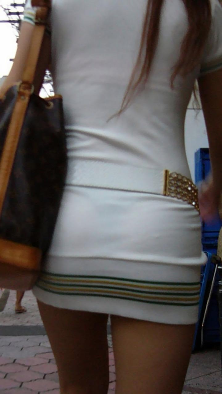【透けパンエロ画像】この姿で街出たら即下着バレwお尻がクッキリ透けた着衣尻女性たちwww 17