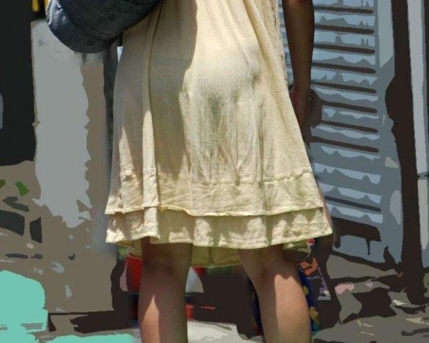 【透けパンエロ画像】この姿で街出たら即下着バレwお尻がクッキリ透けた着衣尻女性たちwww 19